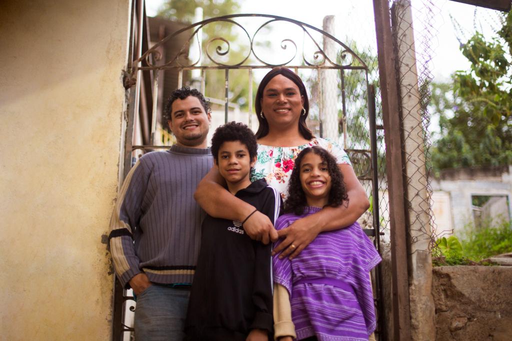 Alexya com seu marido Roberto e seus filhos, Gabriel e Ana Maria